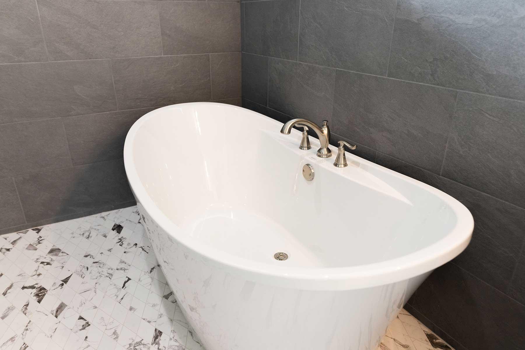 Southern Sunrise - Master Bath Tub