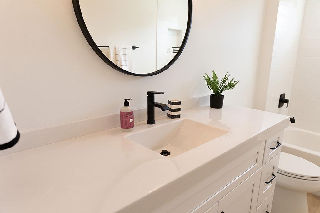 The Oaklen - Guest Bath